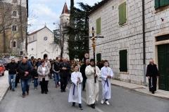 U Imotskom je održan Put križa za mlade, koji je okupio stotine mladih iz cijele Imotske krajine i susjedne Hercegovine. FOTO: Mijo Zidar