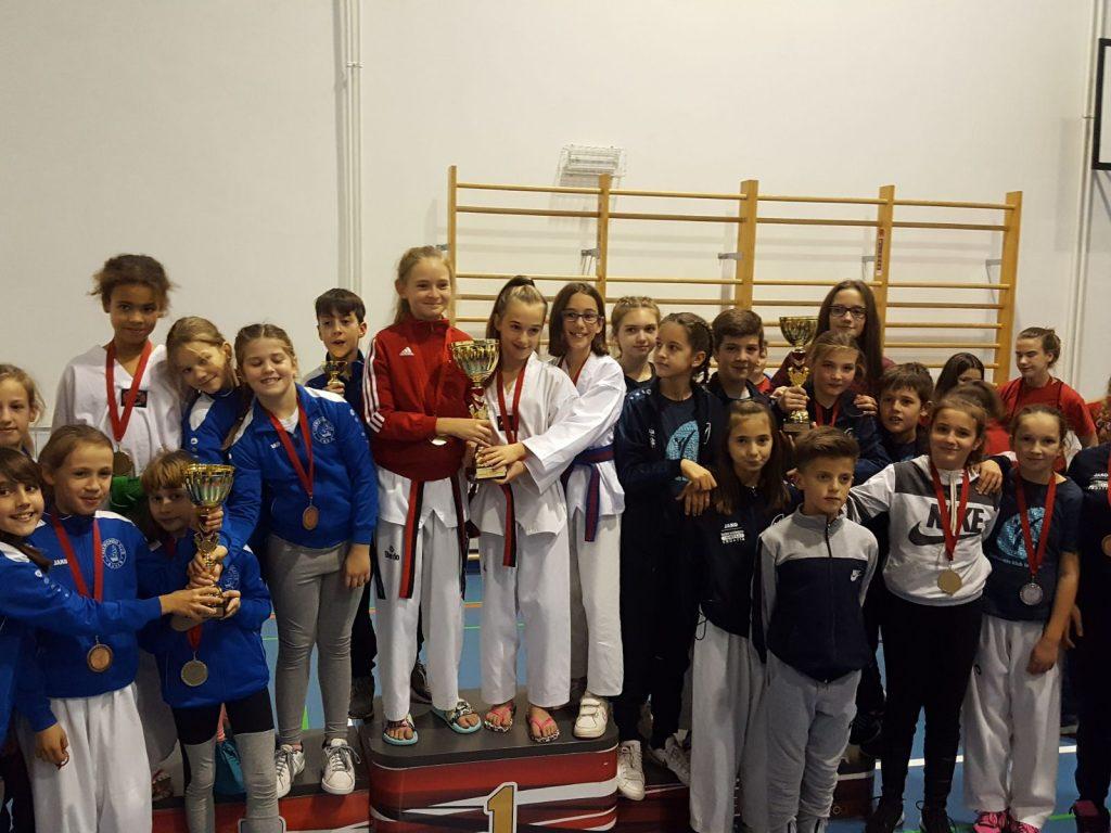 2 pehara za Taekwondo Imotski iz Splita