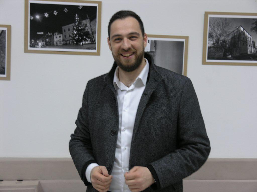IMOTSKI ADVENT: Otvorena izložba fotografija Mije Zidara, Roko Mustapić održao koncert