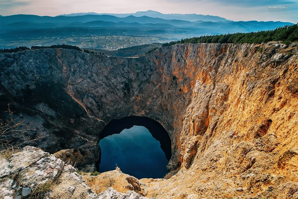 Visok vodostaj vode u Crvenom jezeru