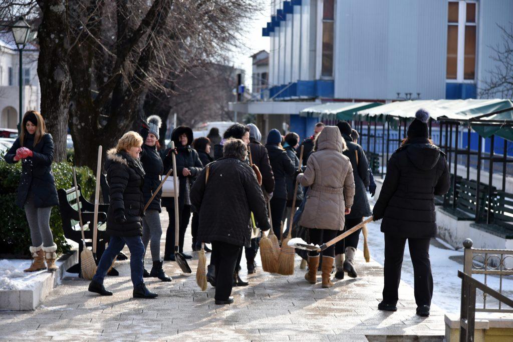 FOTO: Gradske službe i jutros čiste ulice, nema većih problema