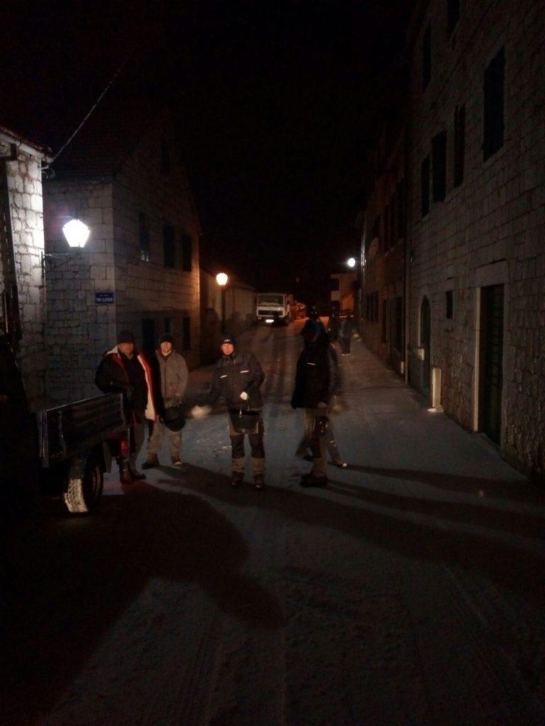 GRAD SPREMNO DOČEKO SNIJEG: Komunalci čiste gradske ulice