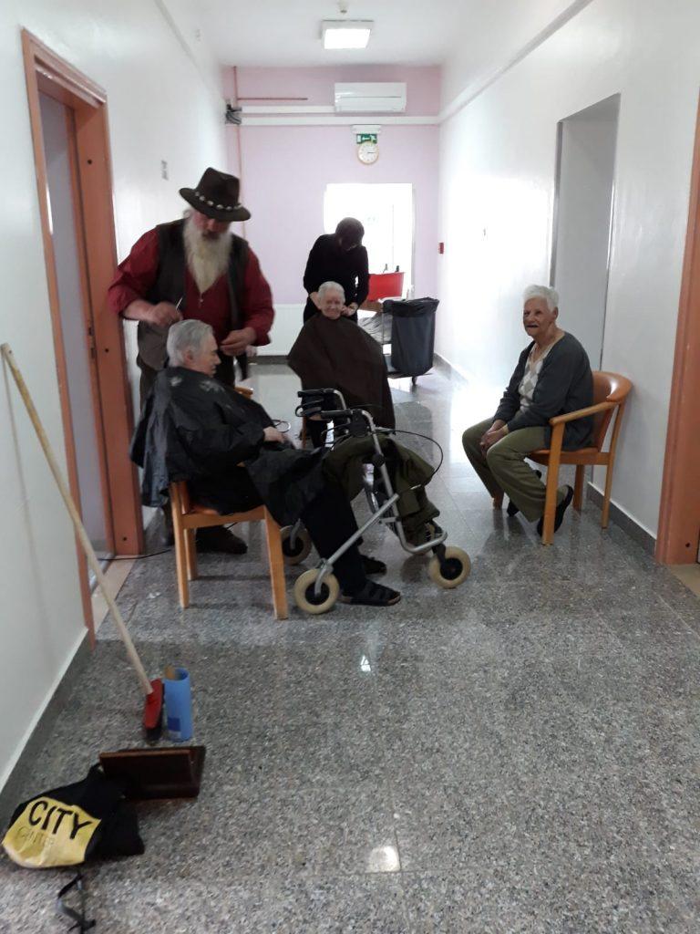 Imotski frizeri se družili sa štićenicima Doma za stare i nemoćne u Runovićima