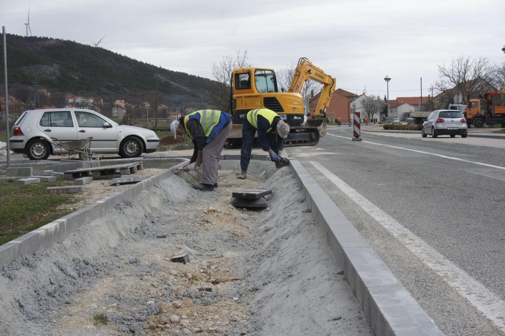 Nastavlja se izgradnja nogostupa u Općini Cista Provo