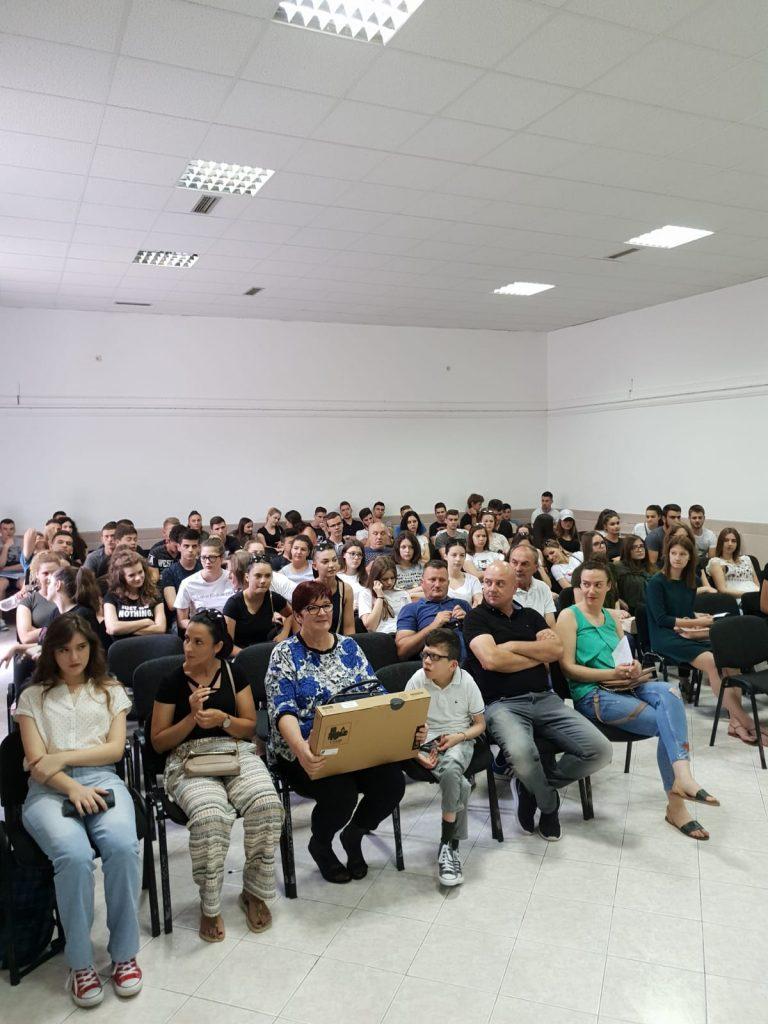 130 maturanata dobilo laptope