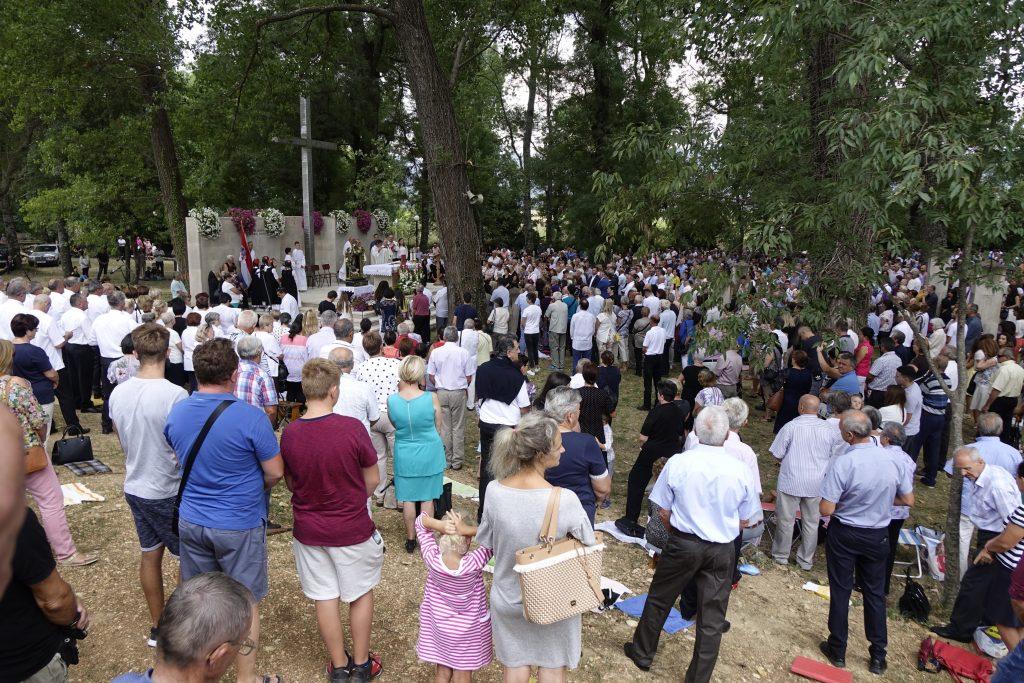 ZELENA KATEDRALA: Više od 10 tisuća vjernika na misi u povodu Velike Gospe