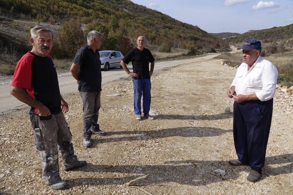 Zbog zatrpavanja najstarijeg bunara nezadovoljni mještani Cere izašli na gradilište