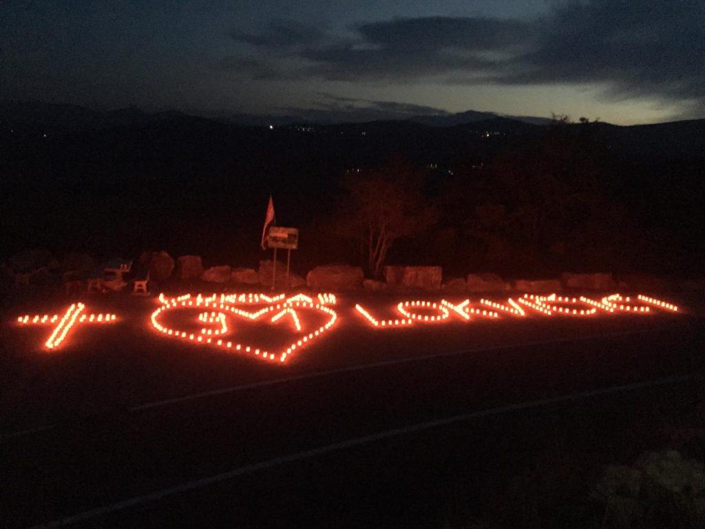 Mladi općine Lokvičići zapalili lampione na vidikovcu Galipovac