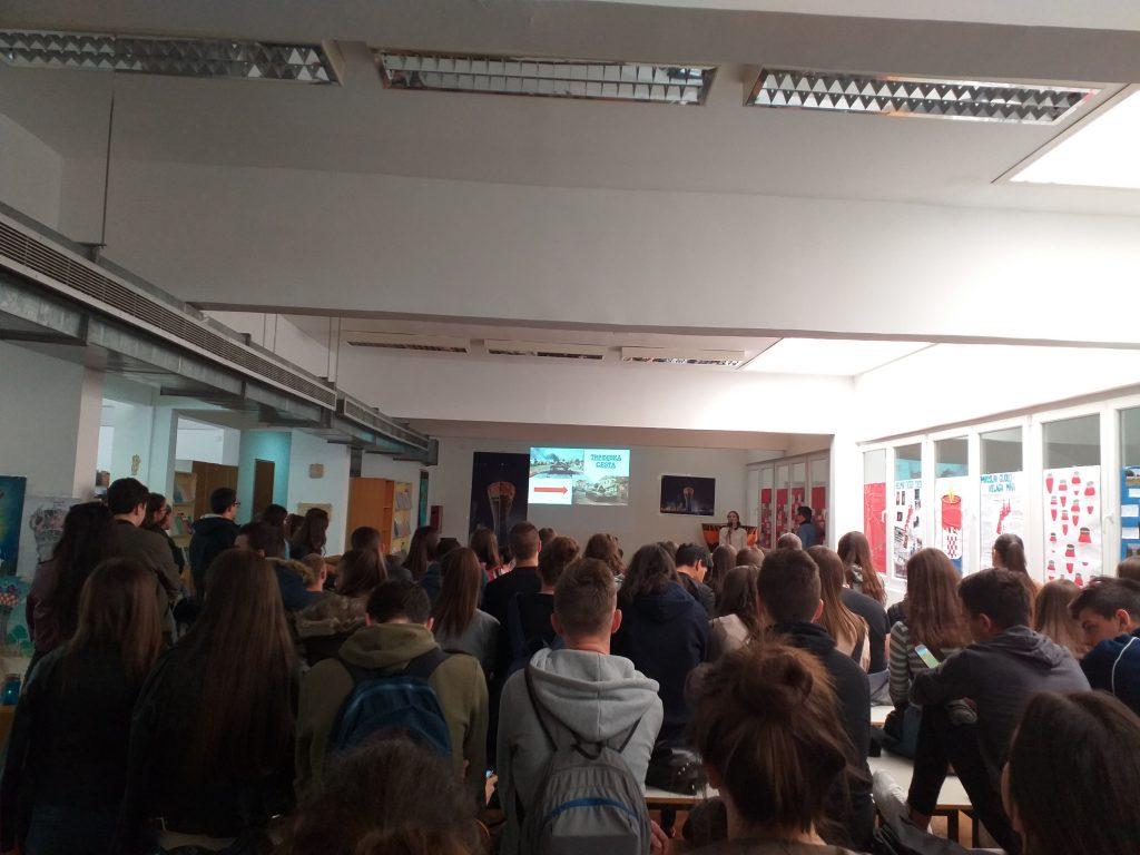 Gimnazija dr. Mate Ujevića  u Imotskom organizirala tribinu posvećenu gradu heroju Vukovaru