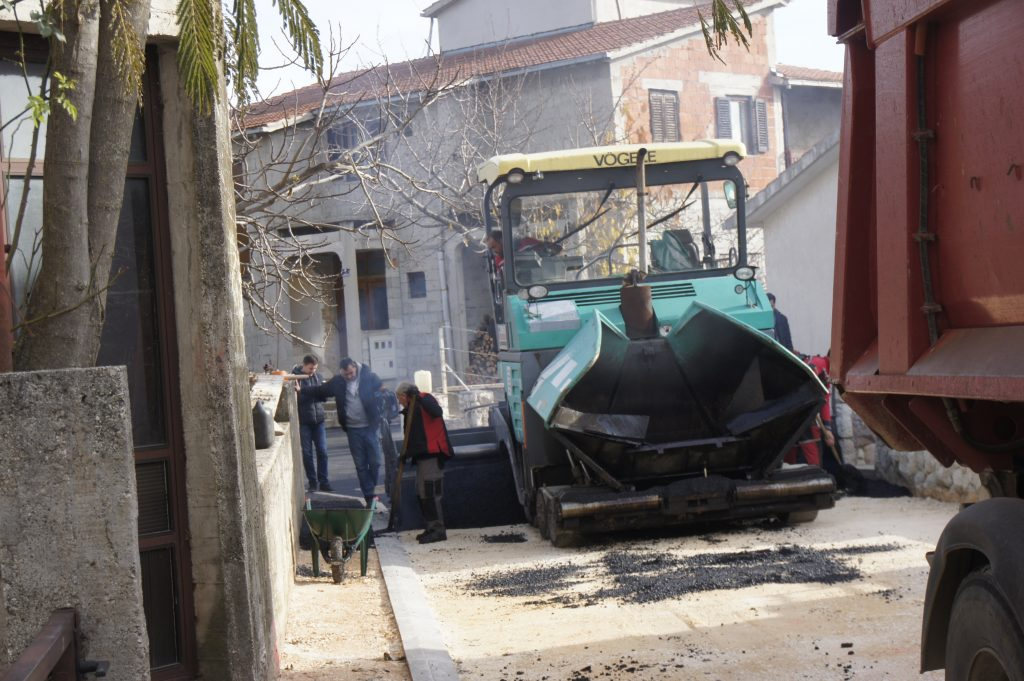 Asfaltiranje ulice Branimira Anića u naselju Gaj