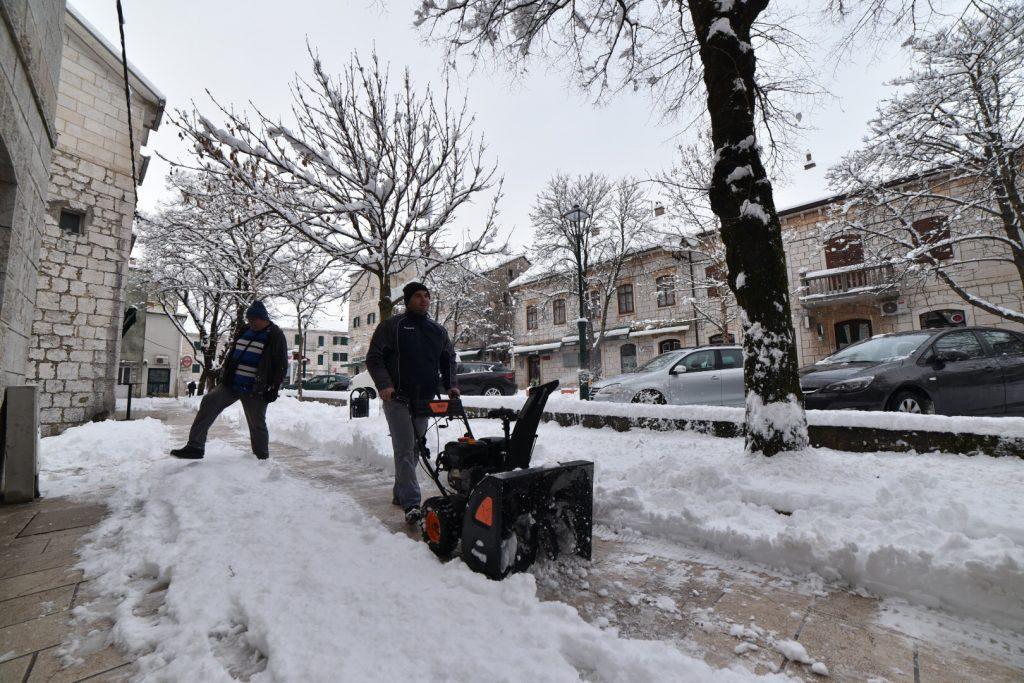 Zimske službe na terenu, ceste se čiste prema prioritetima