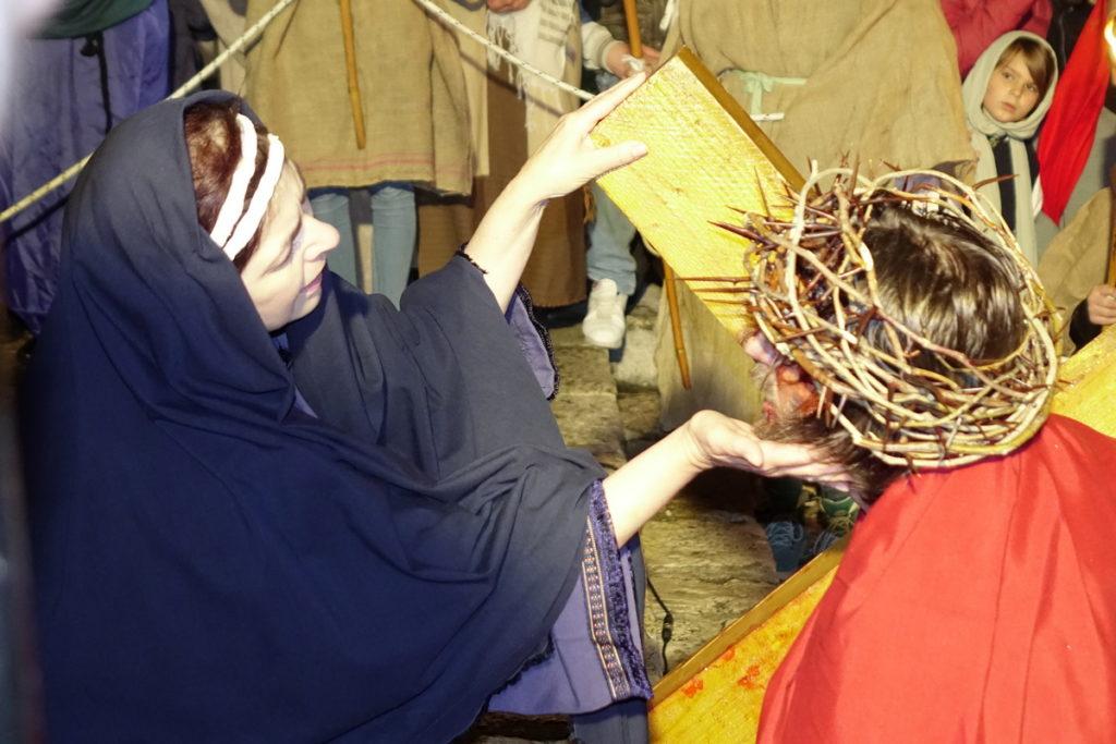 Prikaz Živih slika muke Isusove na televizijskom programu
