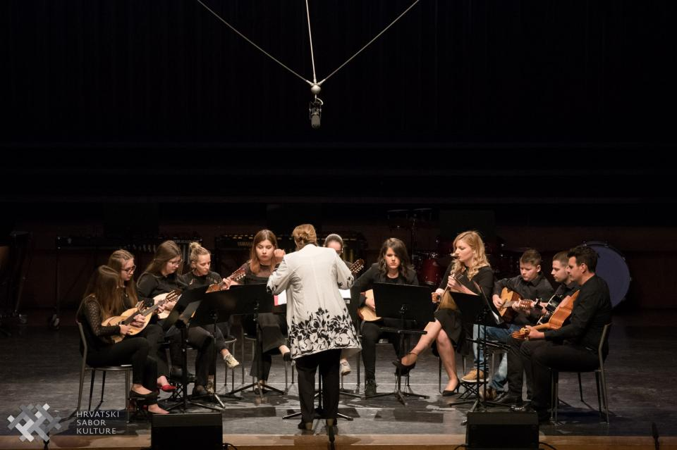 Mandolinski orkestar Imotski nastupio na 8.Razglednici kulturno-umjetničkog amaterizma RH