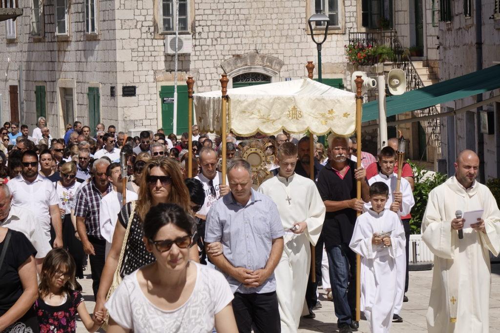 Tijelovska procesija ulicama Imotskog
