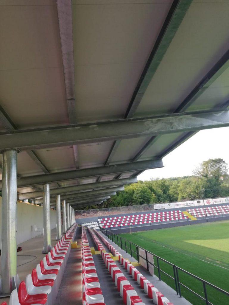 Prve natkrivene tribine na nogometnom igralištu