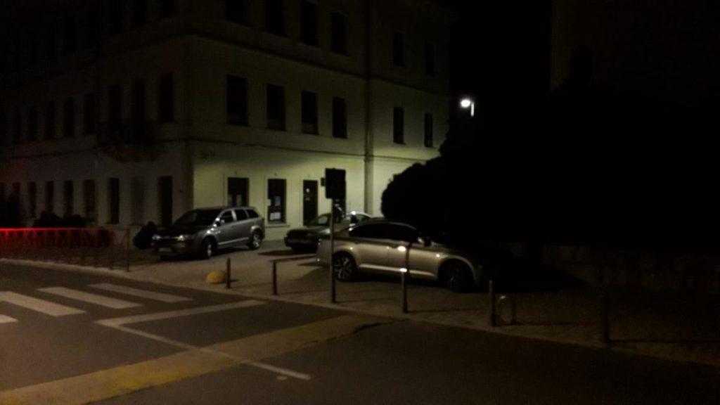 Parkiranje pred vratima škole