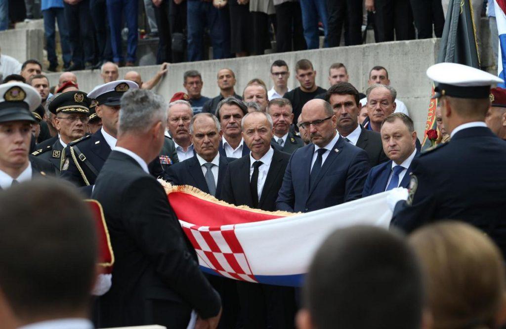 U Vinjanima Donjim pokopan komodor Ivica Tolić