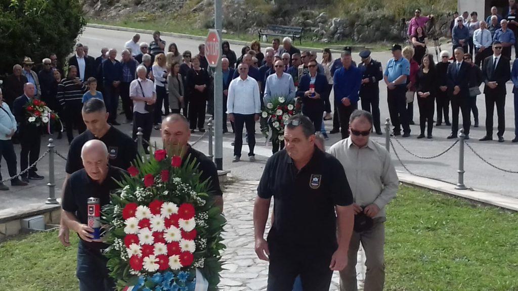 FOTO: 16. godišnjica otkrivanja spomenika za poginule branitelje