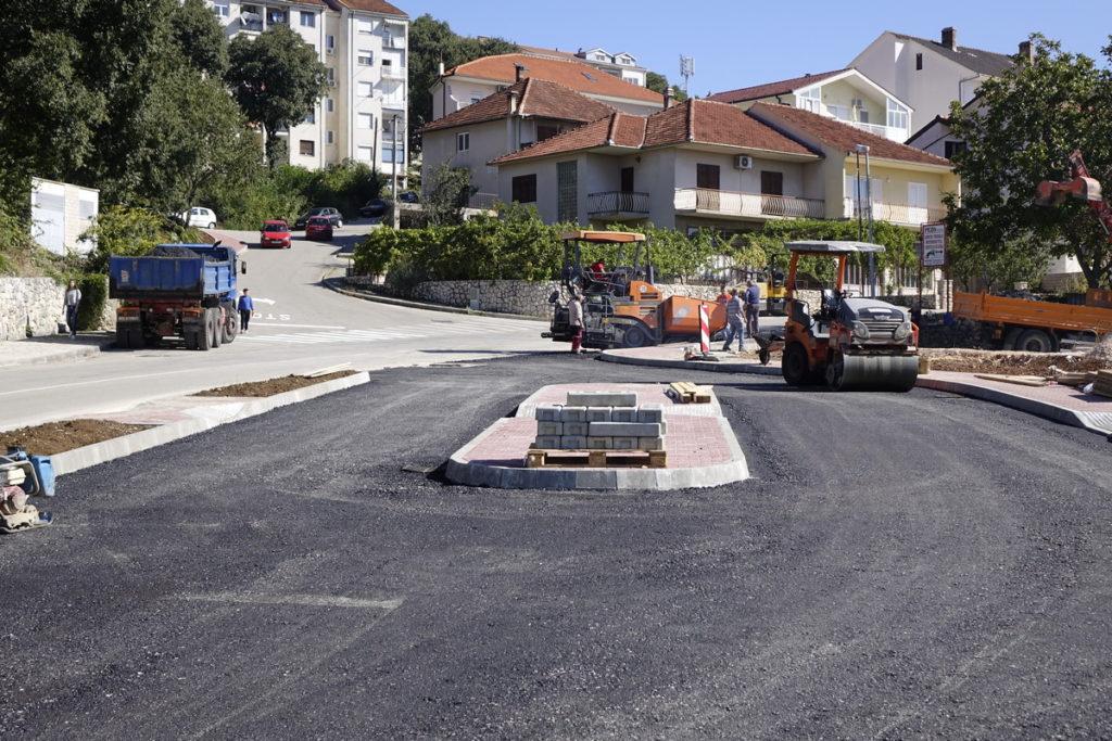 Postavljen asfalt na mini kolodvor u Imotskom