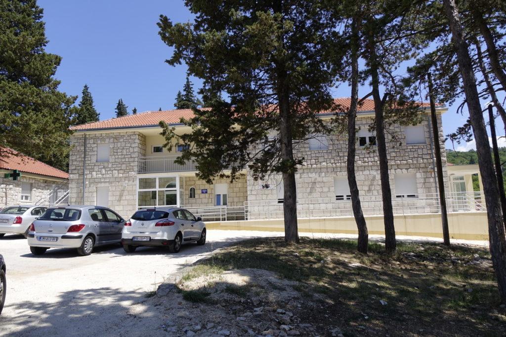Završena prva faza uređenja okružja bolnice u Zagvozdu