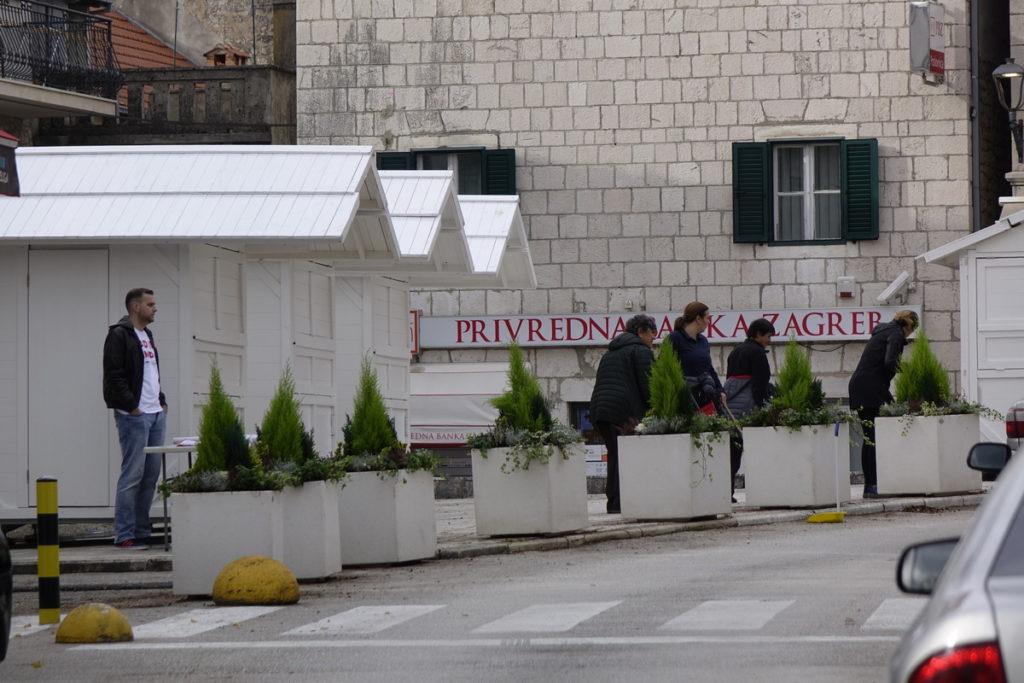 Adventske kućice na Trgu Matice hrvatske u Imotskom