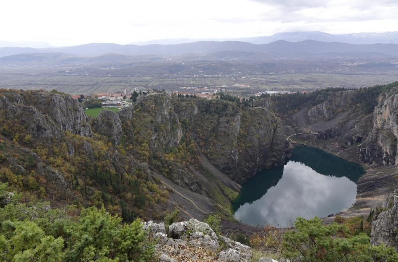 Povijesni rekord u Imotskom: Modro jezero skoro presušilo, a onda u svega dva tjedna vodostaj narastao na 42 metra! A podiže se i dalje…
