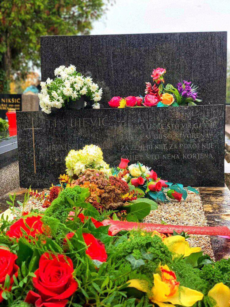 Vijenac na grob velikoga Tina