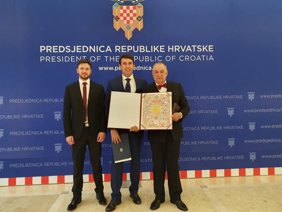 Predsjednica Kolinda Grabar Kitarović odlikovala prof. Ivana Glibotu