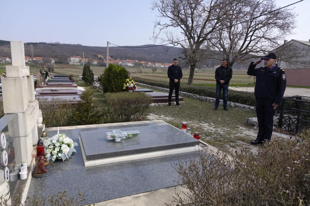 Svijeće i uspomena na junaka Josipa Jovića