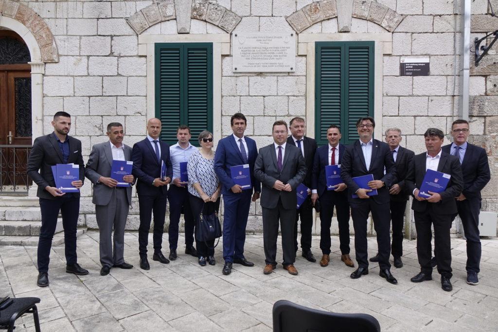 Ministar Pavić u Imotskom uručio ugovore o dodjeli bespovratnih sredstava