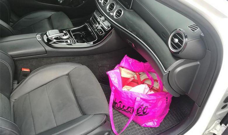 ŠOK NA GRANIČNOM PRIJELAZU ARŽANO Dama iz Tomislavgrada krenula u smjeru Ciste Provo, policajci joj pregledali ljubičastu torbu i ostali u nevjerici