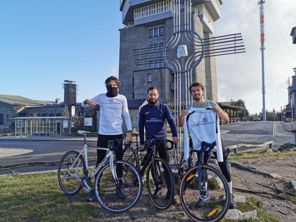 Imoćanin rođen u Njemačkoj s prijateljima biciklom krenuo iz Frankfurta u Zmijavce: Pobijedio sam rak i sada i želim pomoći drugima!