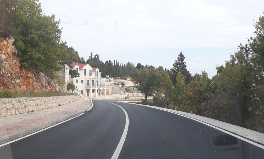 Obnovljen kolnik ŽC 6156, dionica Crveno jezero – Modro jezero