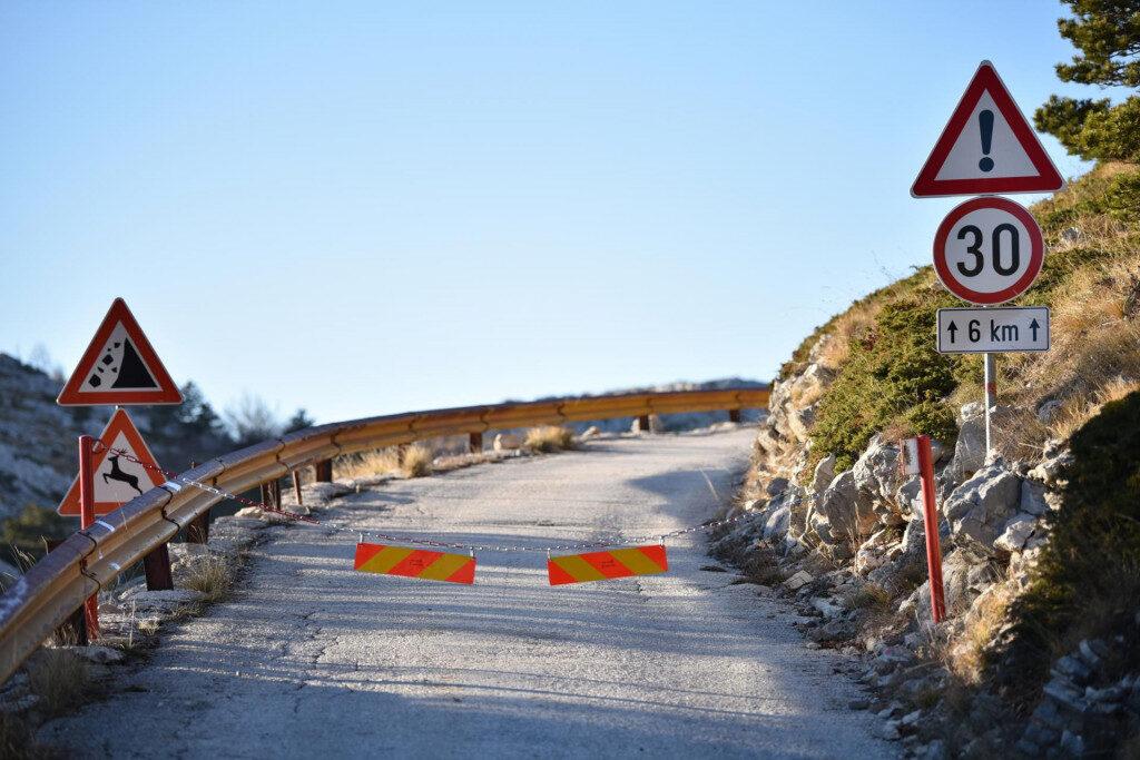Zatvorena cesta prema Svetom Juri: HGSS-ovci podigli lanac kako bi spriječili mahnite avanturiste da se penju gore s ljetnim gumama