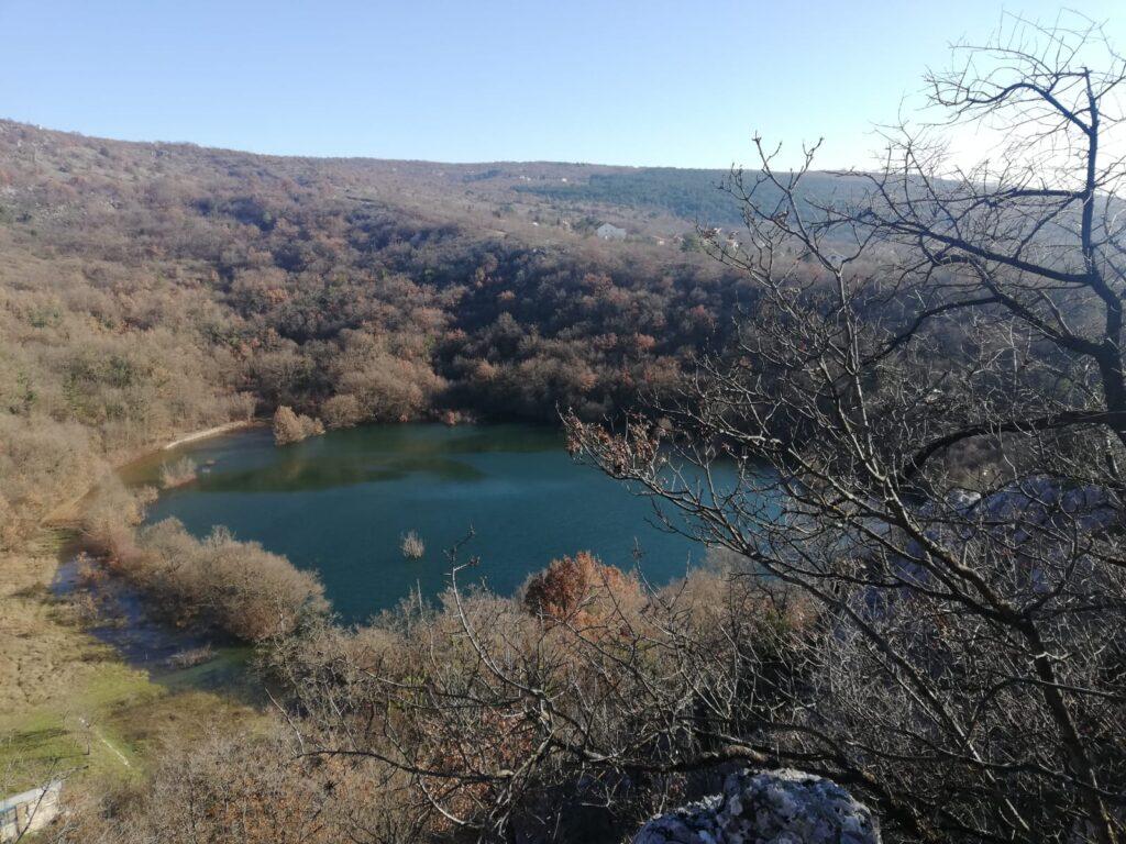 Grad jezera bogatiji za još jedno: Kad voda u Modrom jezeru dođe do Vilinske pećine, napuni se i Brista