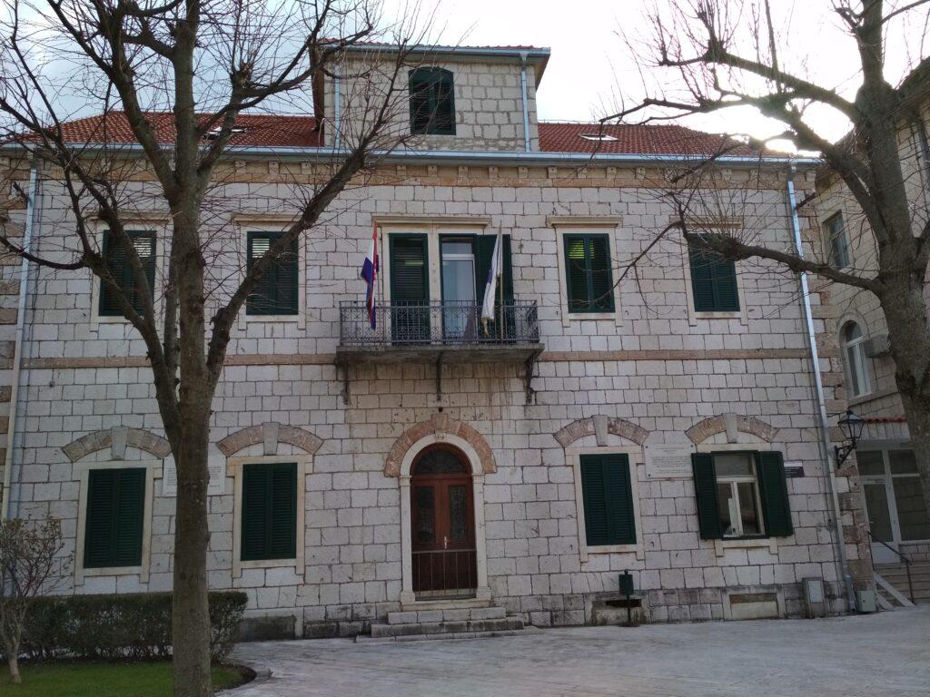 Gradu Imotskom odobrena sredstva za opremanje Dječjeg vrtića i uređivanje javnih površina