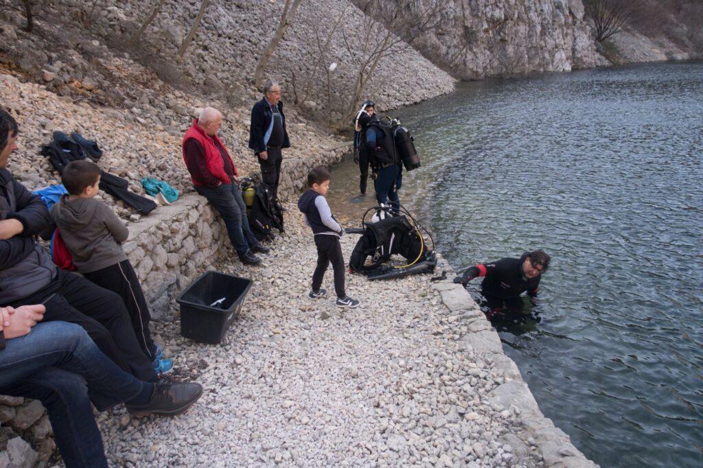 Prvi ovogodišnji zaron u Modrom jezeru
