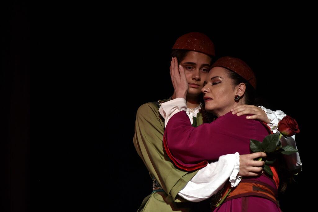 """Pogledajte galeriju fotografija sa sinoćnje izvedbe predstave """"Hasanaginica"""""""